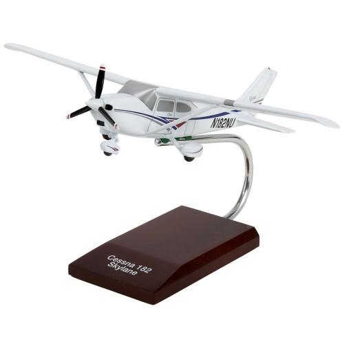 Cessna 182 Skylane Model Scale:1/32