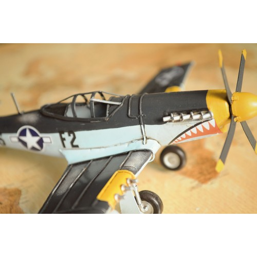 1943 Grey Mustang P51 1:40 Scale Model Plane