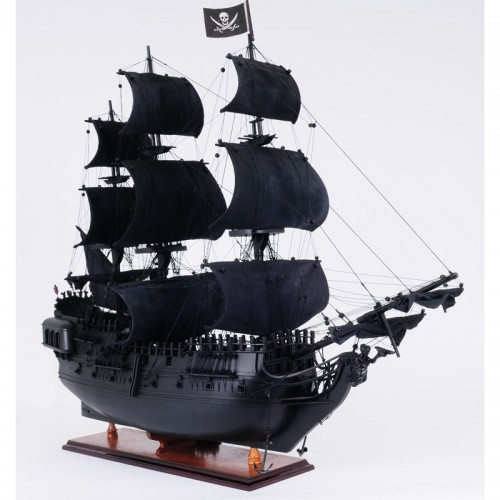 The Black Pearl : fictional model ship in Pirates of the Caribbean