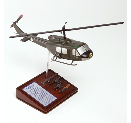 Sikorsky UH-1D HUEY GUNSHIP Model Scale:1/40