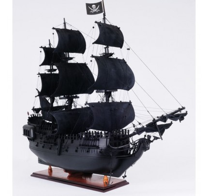 The Black Pearl : fictional ship in Pirates of the Caribbean