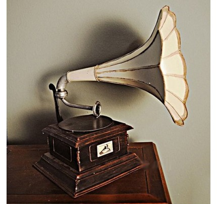 1911 HMV Gramophone Monarch Model V - record player with horn