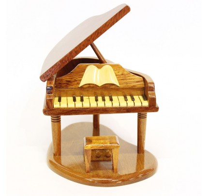 Wooden Piano Model : Mahogany Wood Design